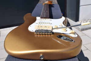 """DÉsse Soundscape """"INSPIRED-BY"""" Completely-Roasted SSS S-Type in Gold-Top-Gold"""